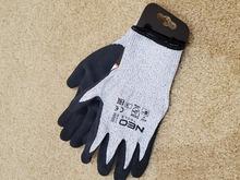 Перчатки антипрокольные с нитриловым покрытием NEO Tools 97-610 фото